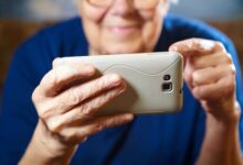Photo of Привычки и одиночество: почему пожилые люди верят фейкам